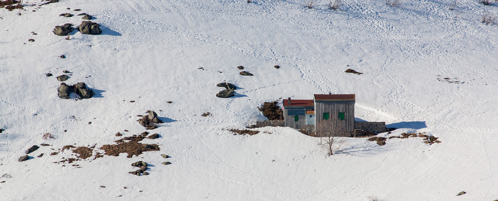 A house on the snowy mountain